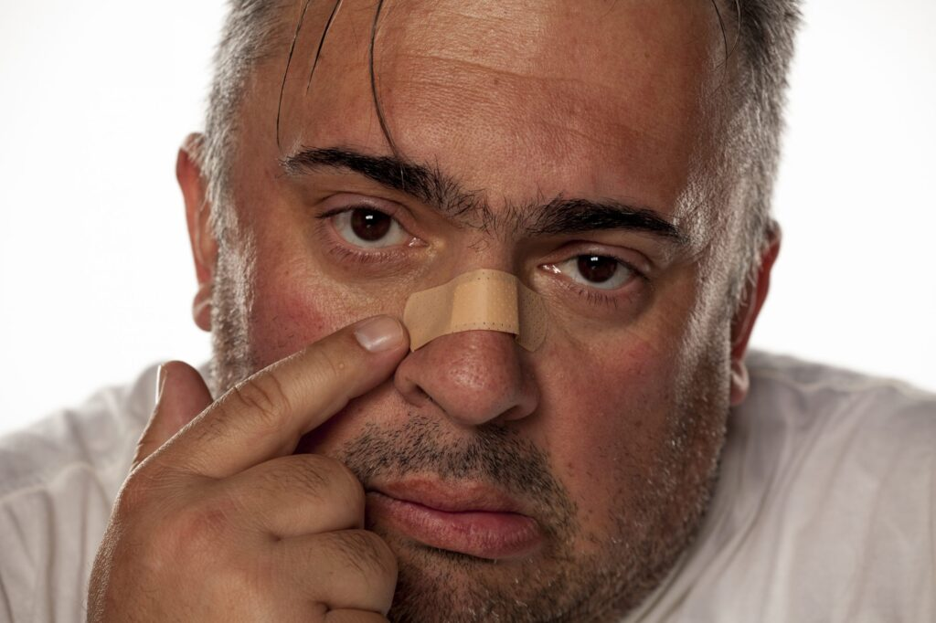 Muž šel na Covid test, pak vytáhl z nosu zadní nápravu na Octavii